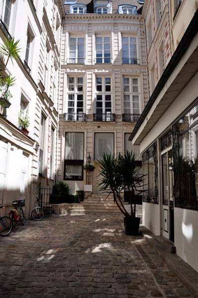 modern-apartment-paris-jid9