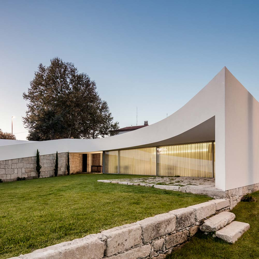 Modern Architecture Small Houses: Modern Architecture Marvel In Portugal With A Smooth White