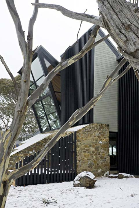 modern architecture moonlight 10 - Under the Moonlight House: Dramatically Generous