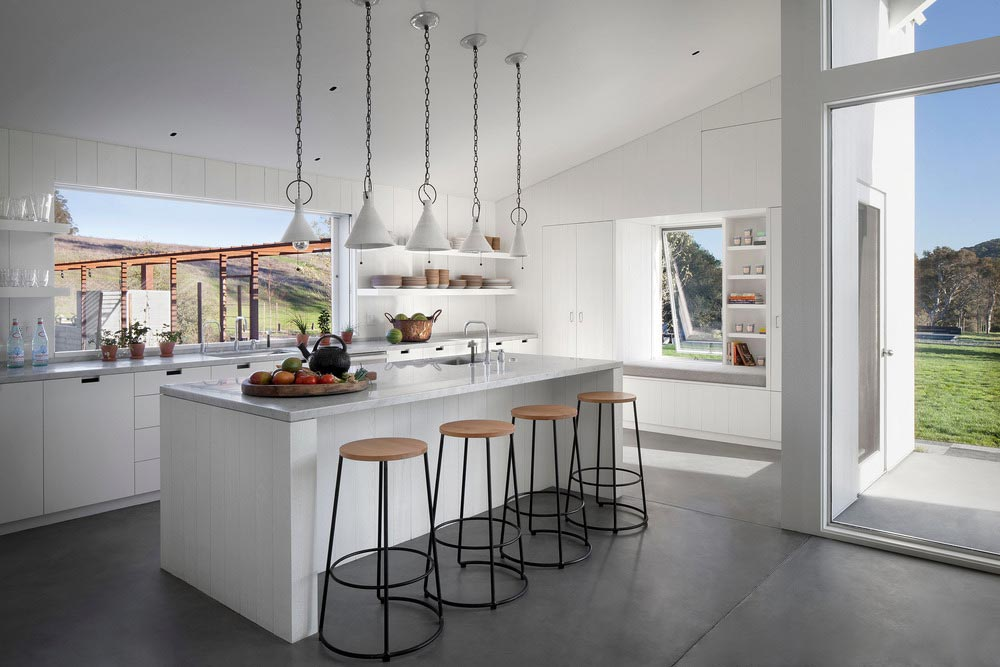 modern-barn-ranch-house-tgha3