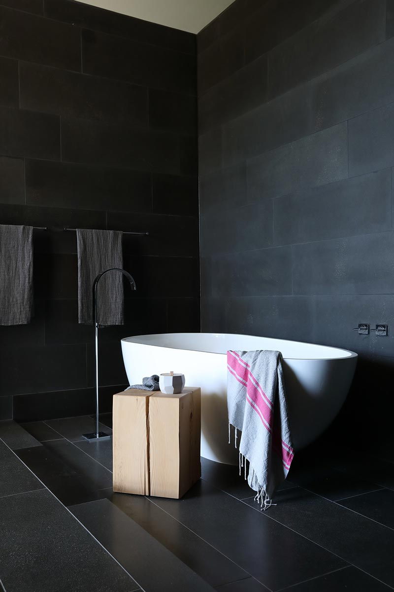 modern beach house bathroom mm - G'day House