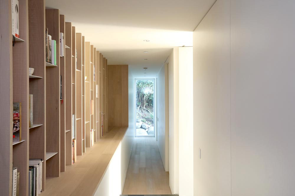 modern beach house hallway mm - G'day House