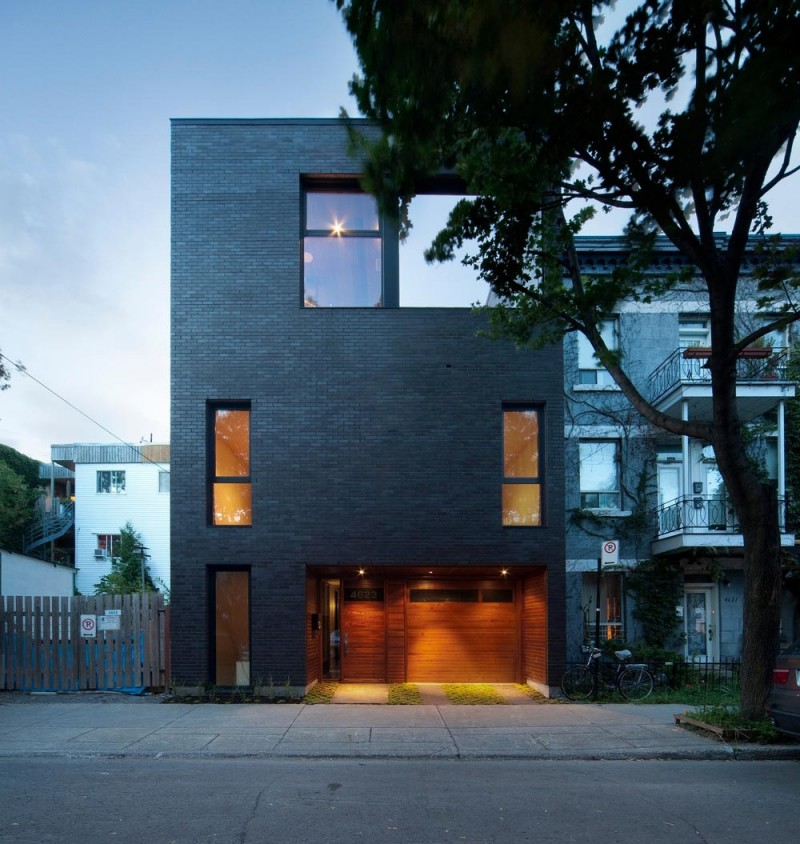 Siamoises mentana boyer modern architecture for Black brick on house
