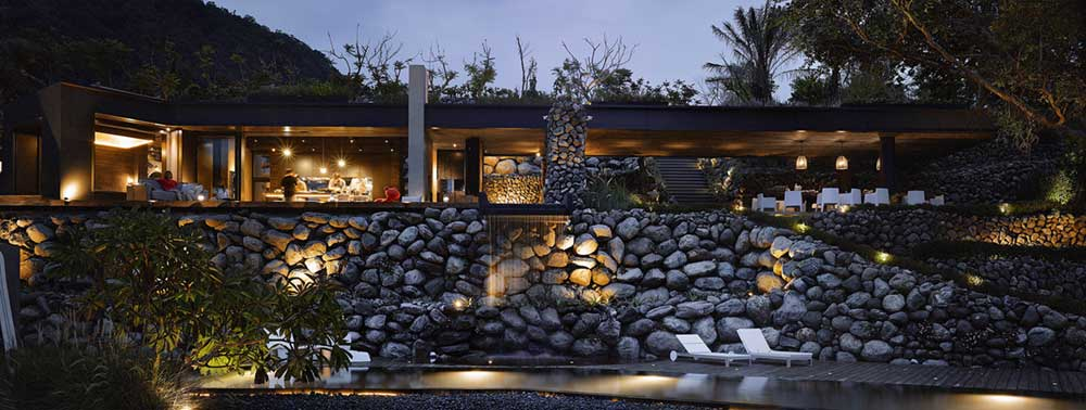 Coastal Home Made of Stone, Wood and Glass
