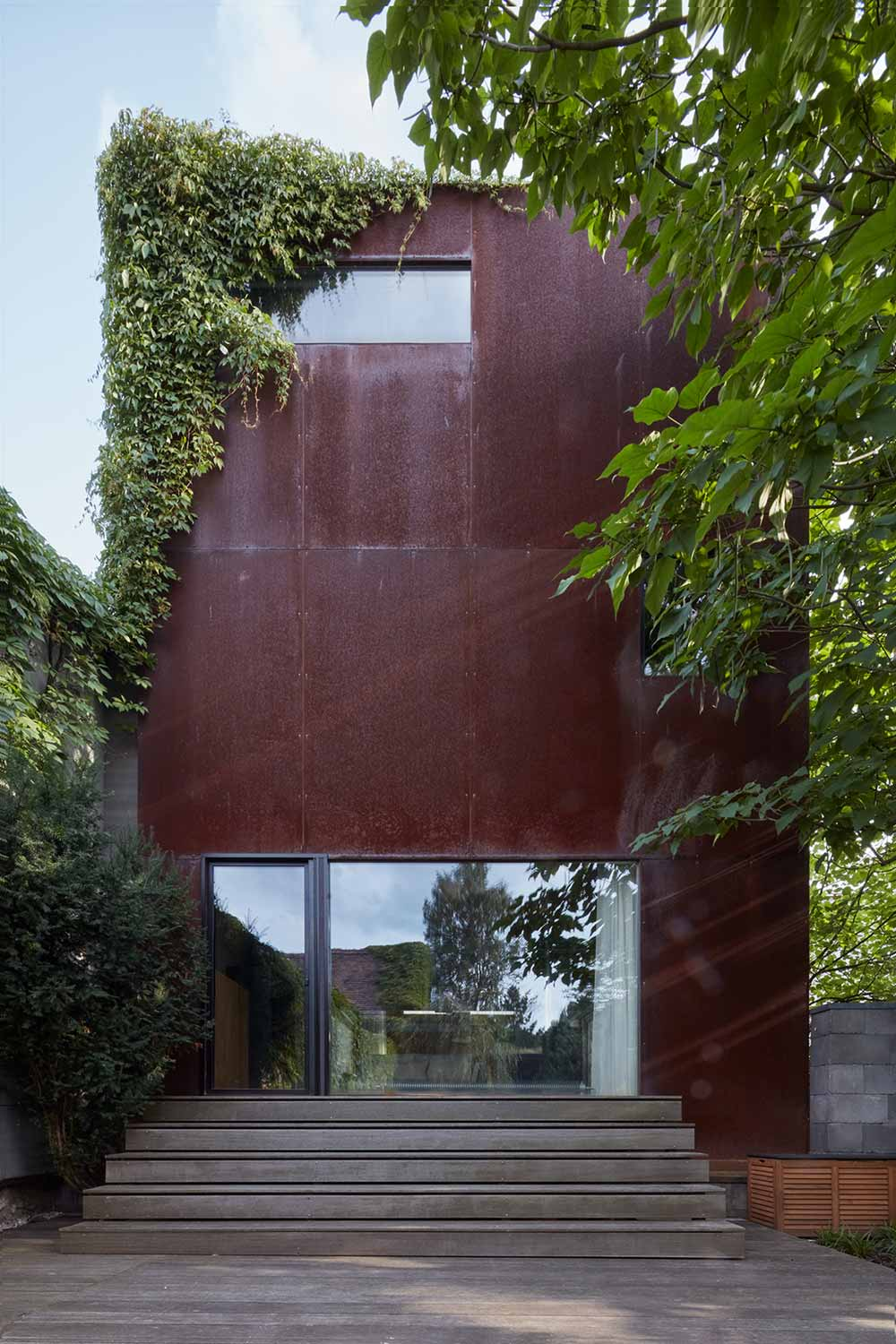 modern concrete corten house okp - Rusty House