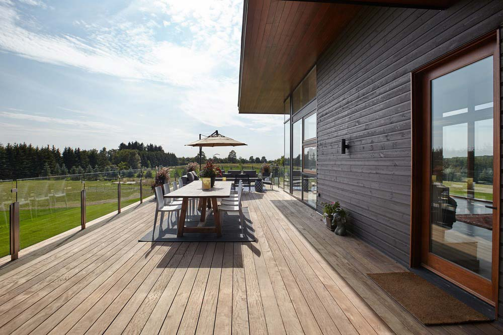 modern country home deck design - Stouffville Residence