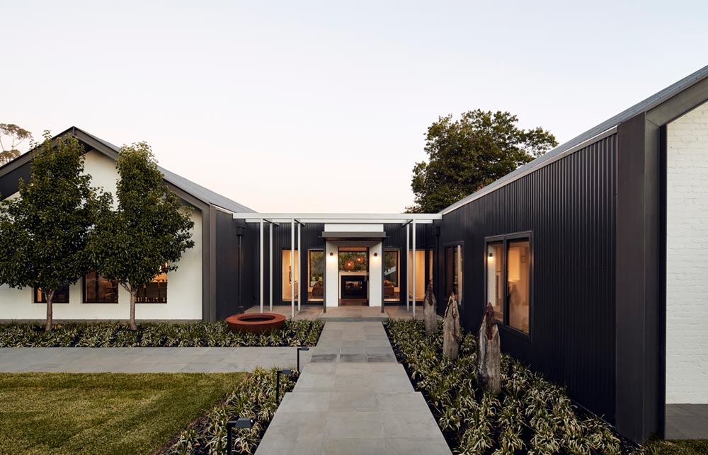 modern country home design facade arb - House in Silhouette