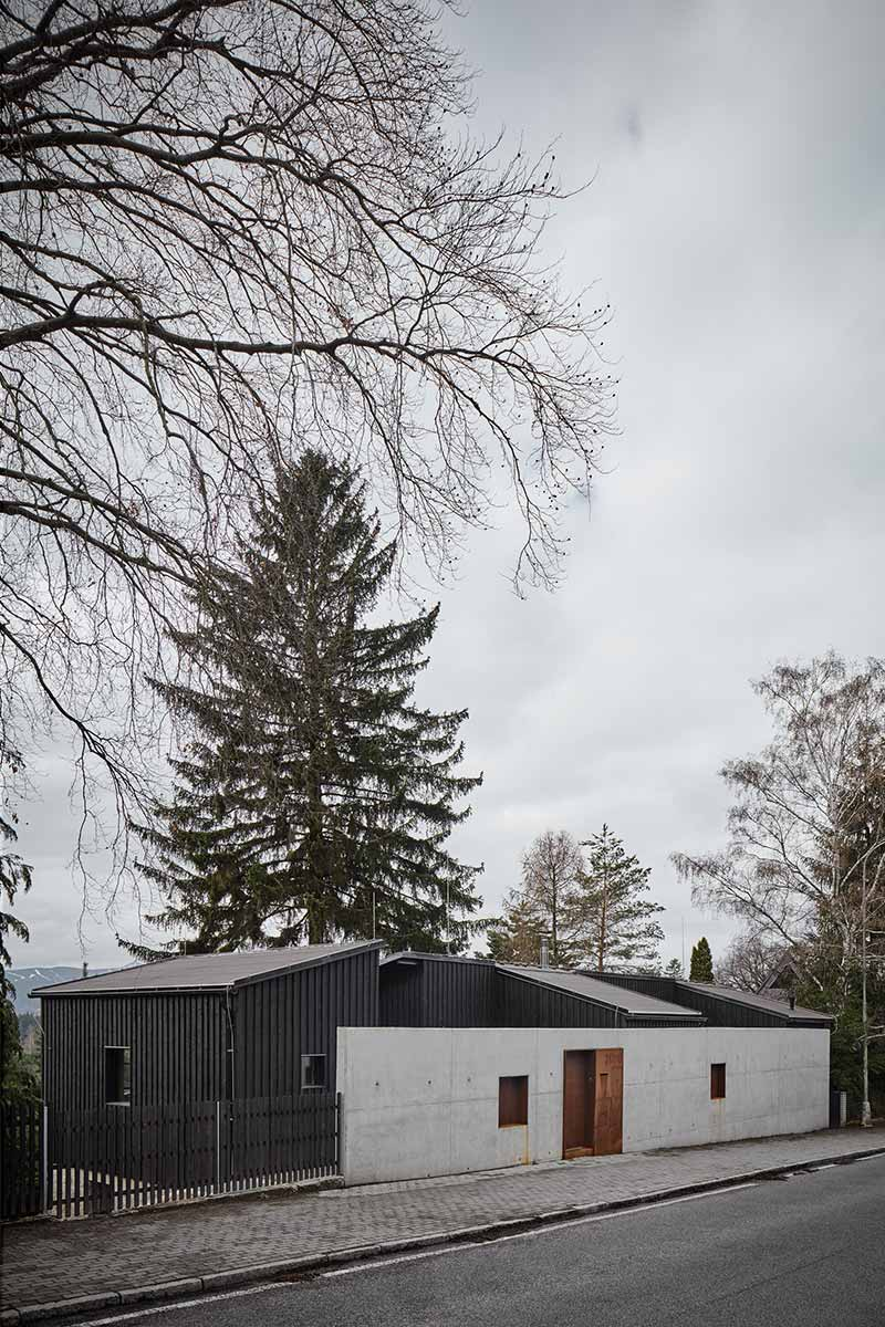 modern country house design wall ma - House Behind a Wall