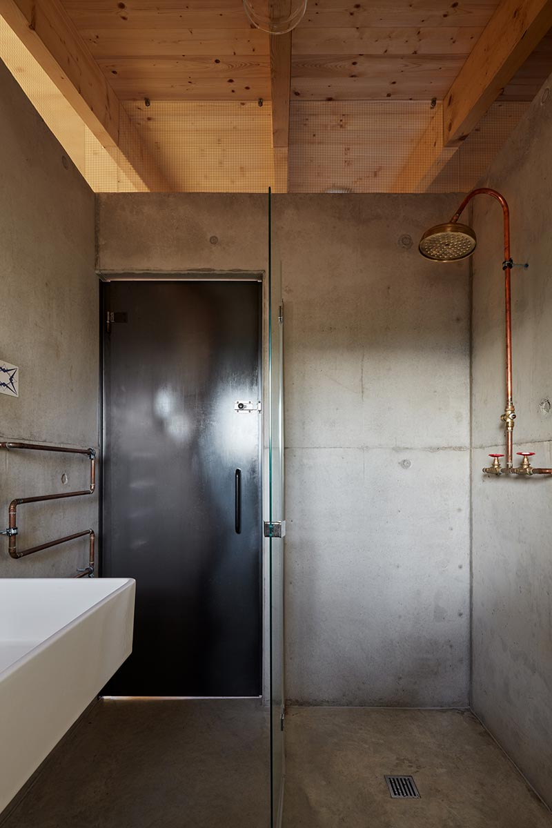 modern country house shower design ma - House Behind a Wall
