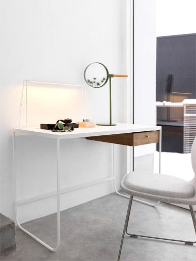 modern-desk-tati