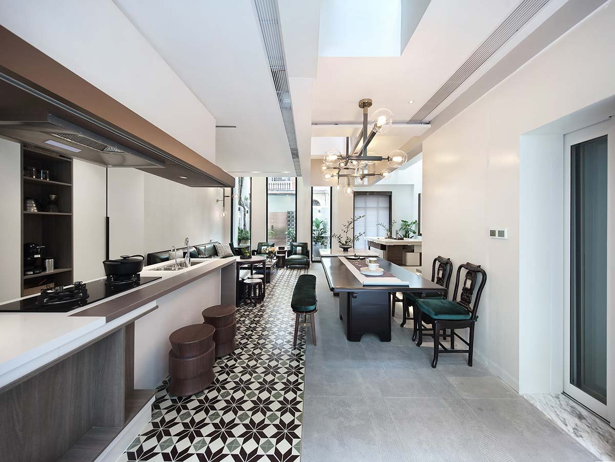 modern family home dining design 1 - A Home Without Boundaries