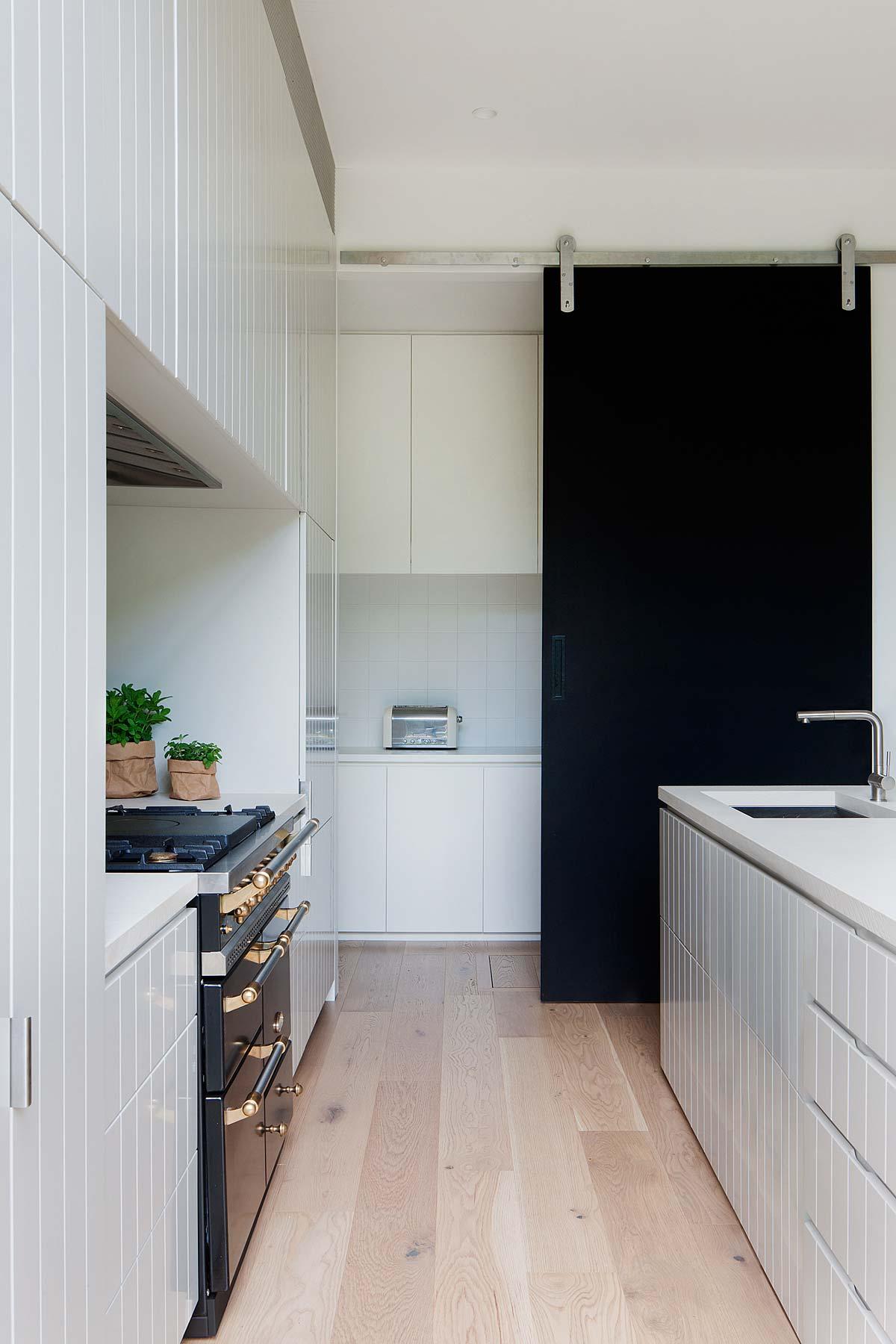 modern-family-home-elwd3