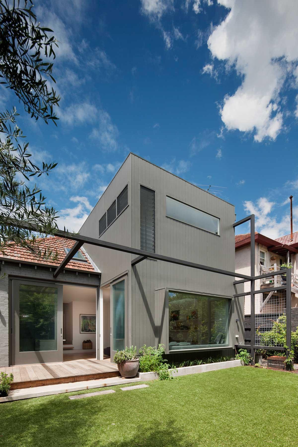 modern-family-home-elwd7