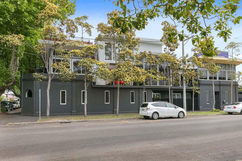 modern family home redesign fa - Port Melbourne Residence