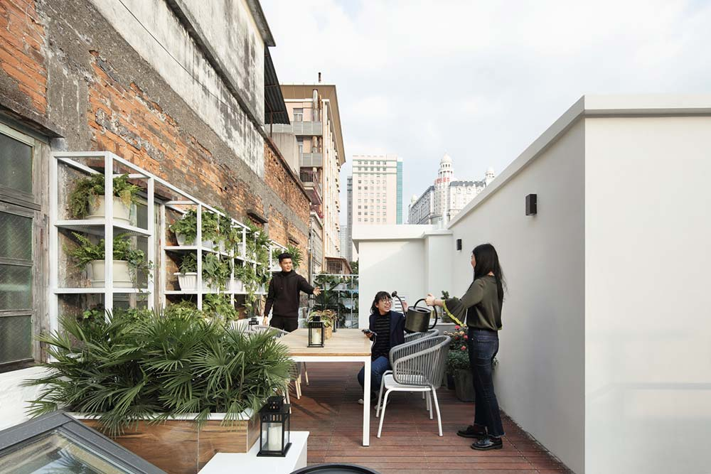 modern family home roof terrace design - A Home Without Boundaries