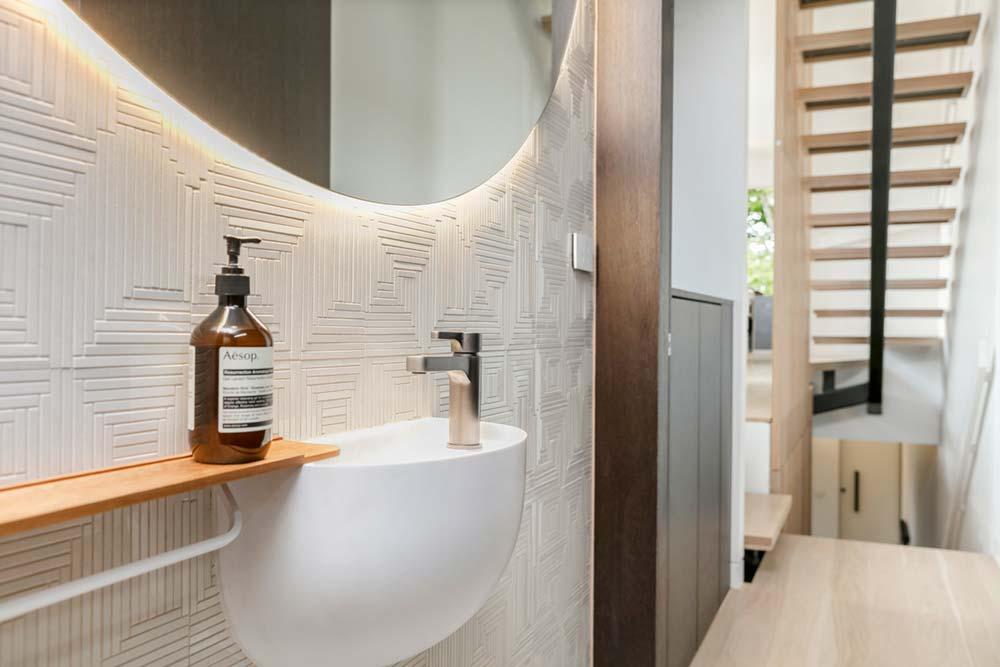 modern family home toilet - Port Melbourne Residence