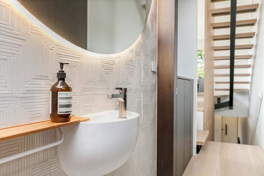 modern family home toilet - Port Melbourne Residence
