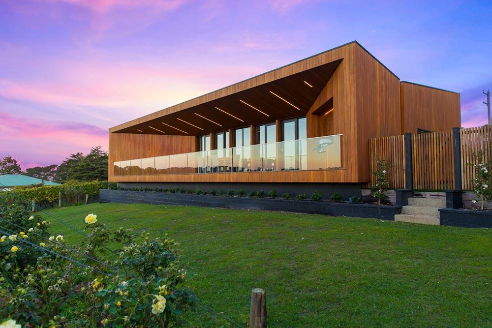 Modern family home winery design in victoria australia for Piccole case di architettura moderna