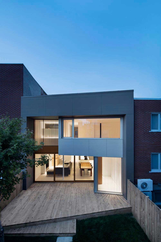 modern family house design nh - De la Roche Residence