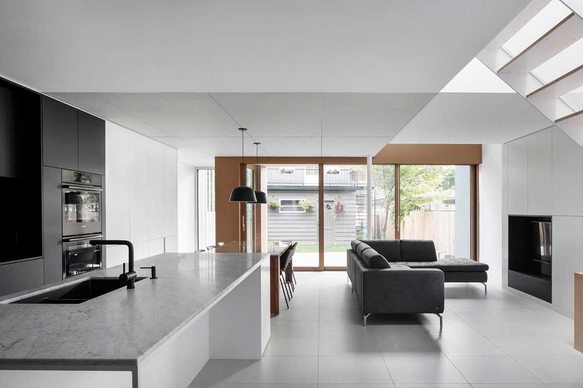 modern family living room nh - De la Roche Residence