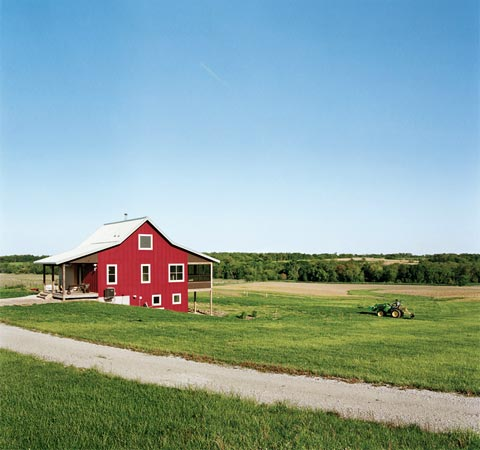 Yum yum farm modern design in a rural landscape barn for Pictures of small farm houses