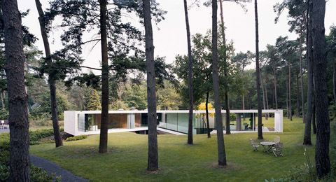 modern-glass-villa-11