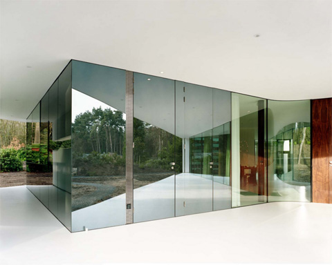 modern-glass-villa-13