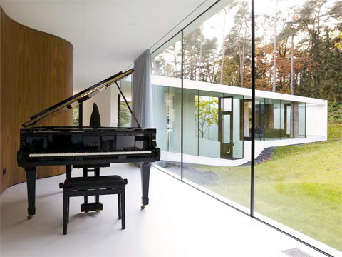 modern-glass-villa-15