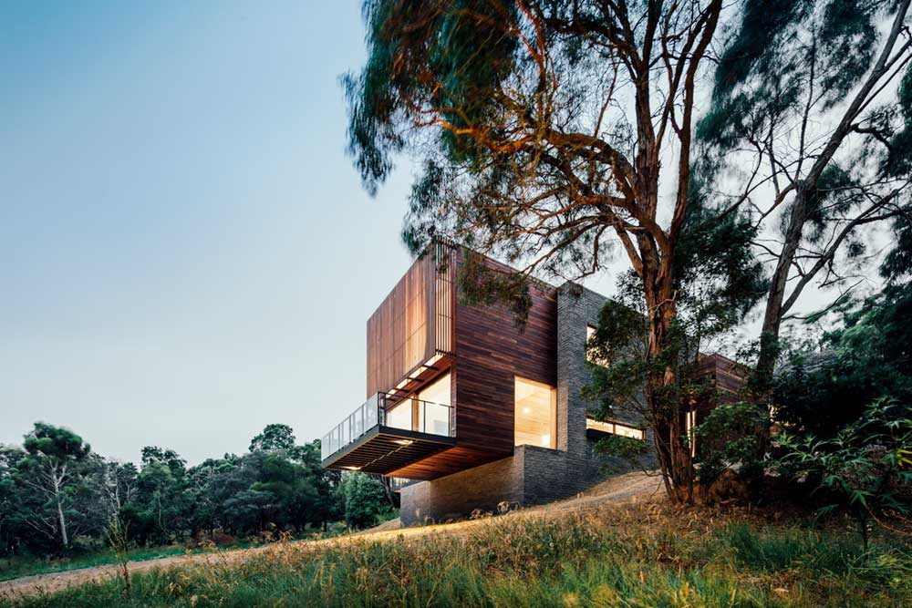 modern hillside house side 1000x667 - Invermay House