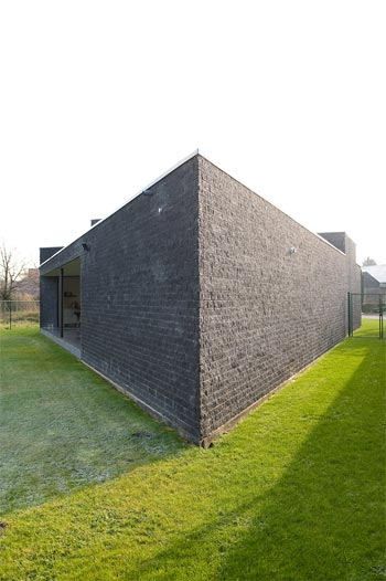 modern home kempeneers 9 - House Kempeneers: a modern fortress