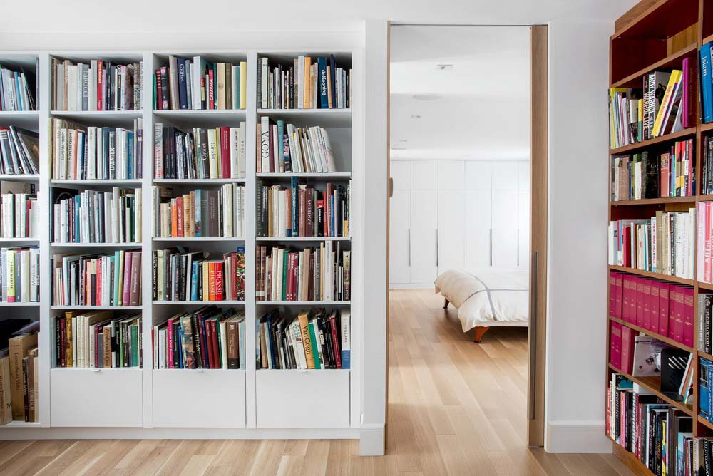 modern home library csd - Lazard Avenue Residence