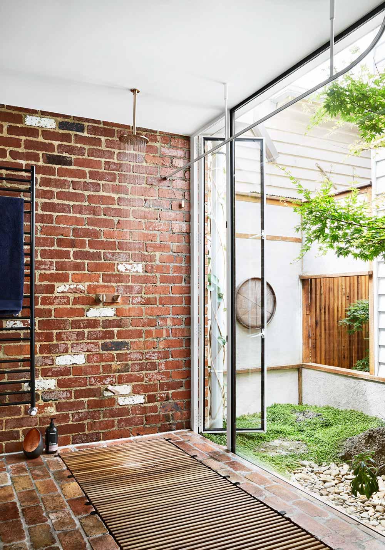 modern home outdoor shower - Kiah House