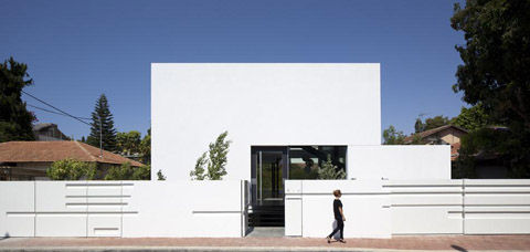 Ramat Gan House 2: living inside a white striped world ...