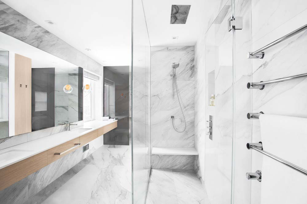 modern home shower csd - Lazard Avenue Residence