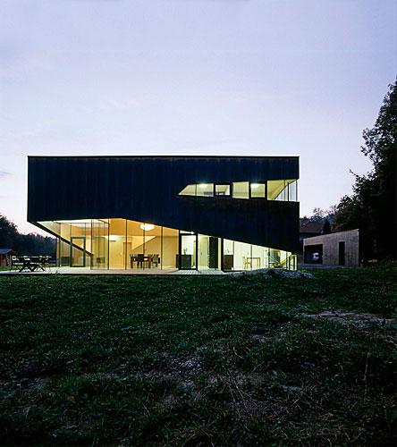modern house austria - Ecker Abu Zahra Honighaus: an Edward Scissorhands' sculpture?