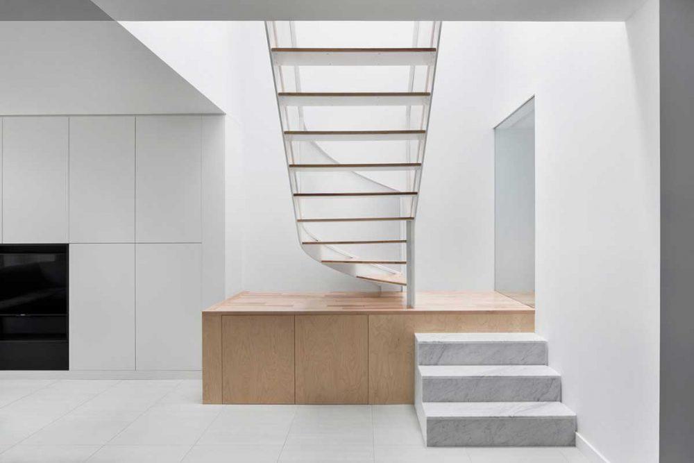 modern house circular staircase design 1000x667 - De la Roche Residence