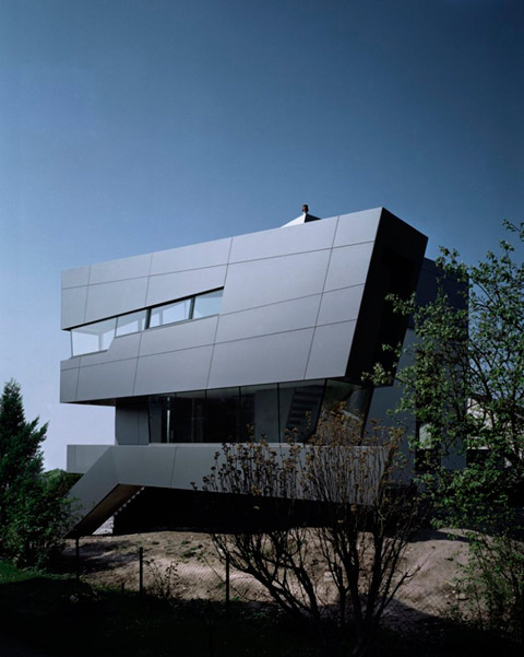 House in fichtestrasse statics vs dynamics modern for Contemporary roofing materials