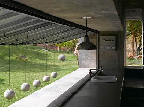 modern-house-india-balls-3