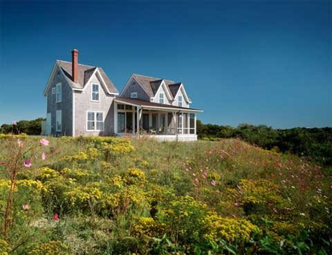 Mckeough house classic island cottage coastal homes for Block island cottage