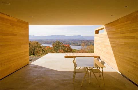 modern house merino 4 - House On Mt. Merino: Generosity on the Hudson