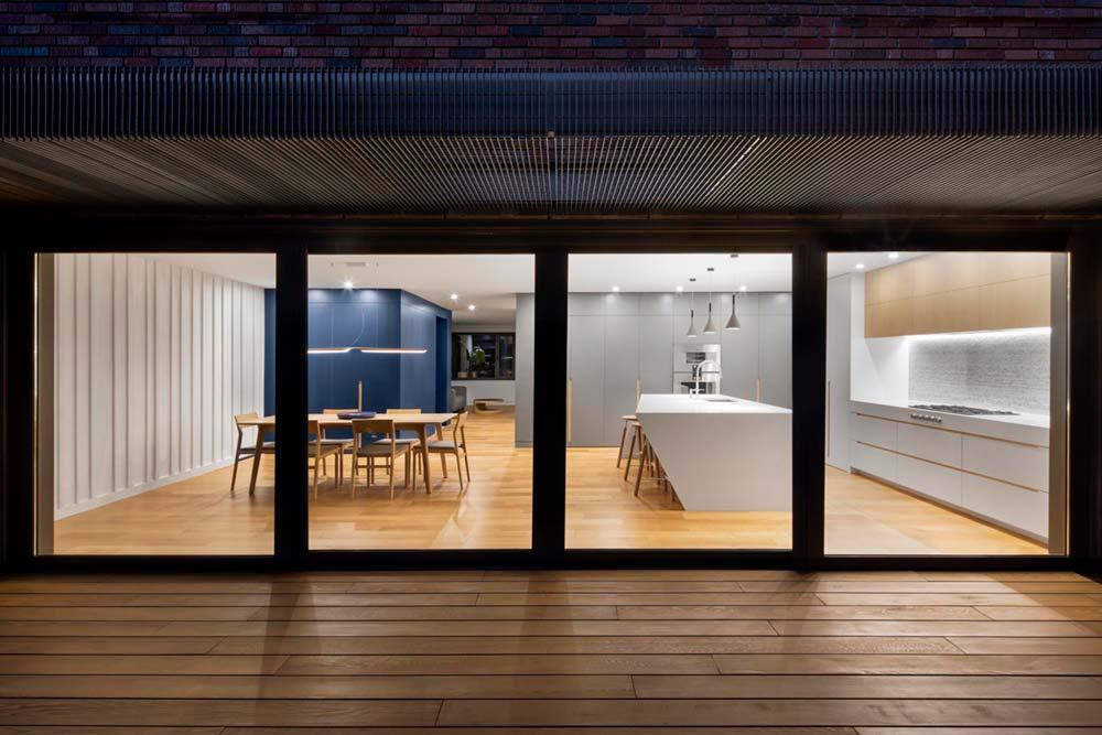 modern house sliding window - Courcelette Residence
