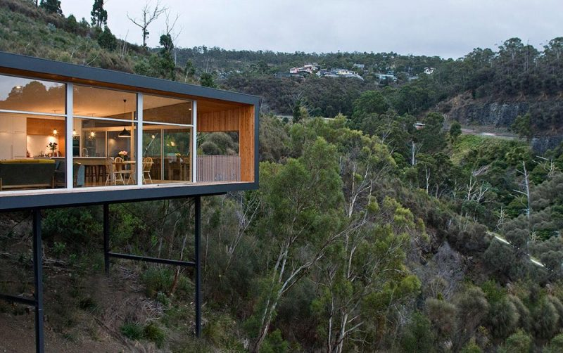 modern house slope r11 800x502 - The Highway House