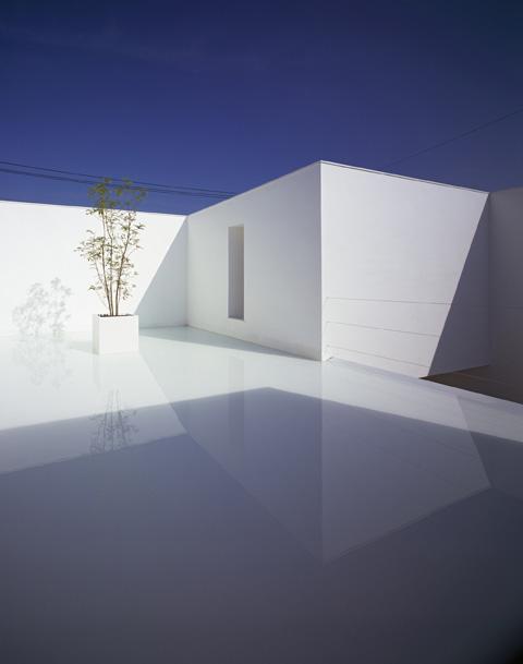 Modern Japanese house  by Japanese architect Takuro Yamamoto