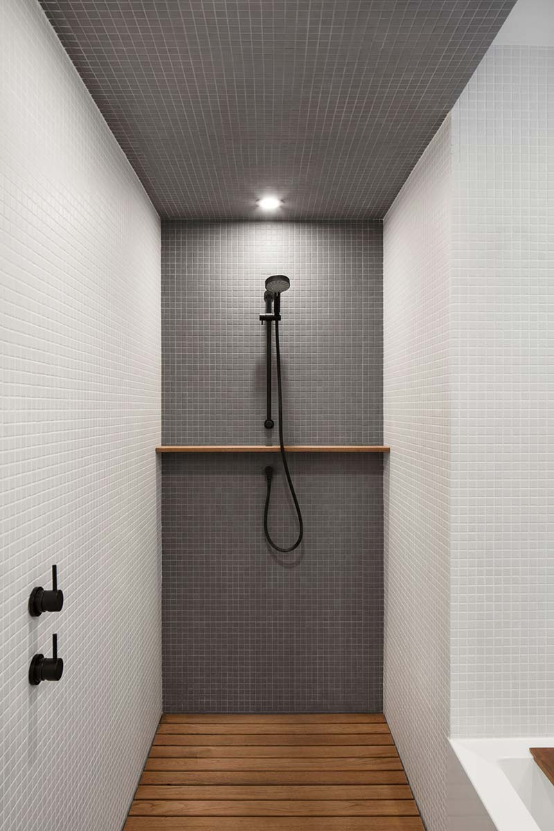 modern house white grey shower - Courcelette Residence