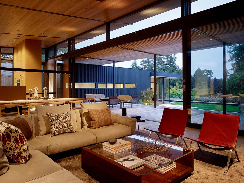 Modern Living Room Design and Deck