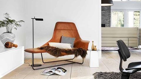 Villa in aarhus family home filled with design classics for Cognac kleur combineren interieur