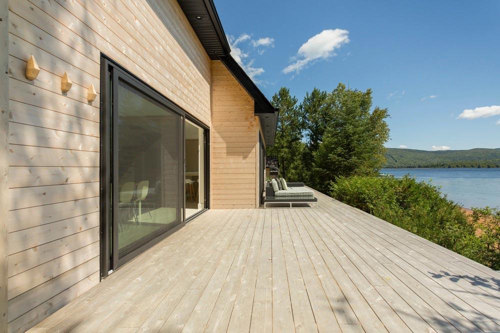 Modern lake cottage deck design