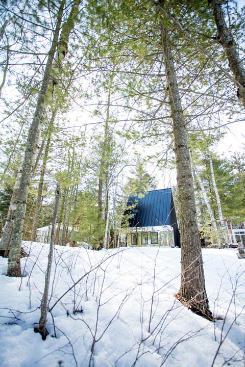 modern-lake-cottage-uufie