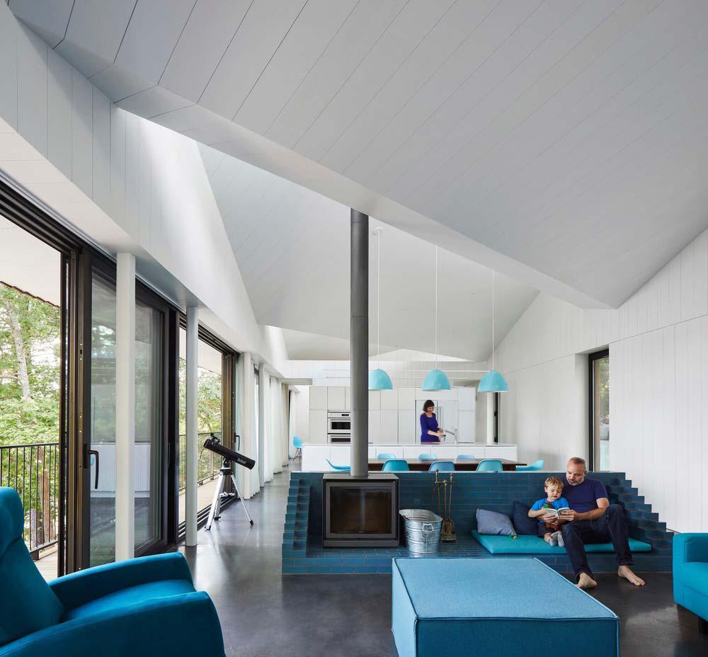 Modern Lake House Living   Sky House