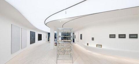 modern loft design clctr 8 - Collector's Loft: Books, Art, Living